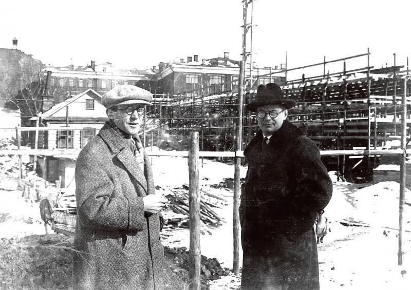 Ле Корбюзье и Николай Колли на строительстве здания Центросоюза. Москва, март 1931 г.