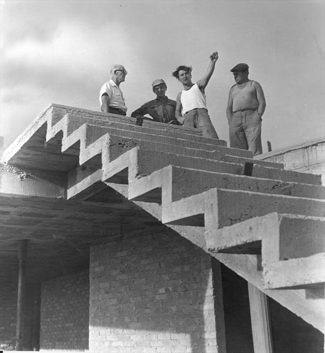 Ле Корбюзье на строительстве Жилой Единицы в Марселе, 1946 год