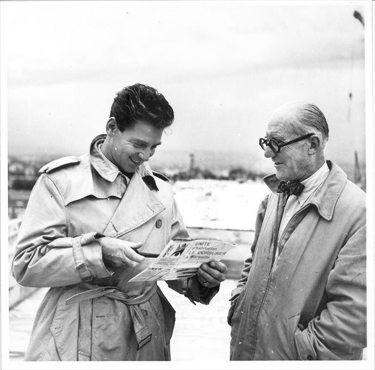Ле Корбюзье и Жан-Пьер Омон на строительстве Жилой Единицы в Марселе. Фото: Marcel de Renzis