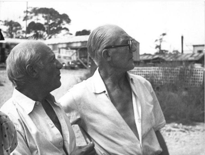 Ле Корбюзье и Пабло Пикассо у Жилой Единицы в Марселе. 1949