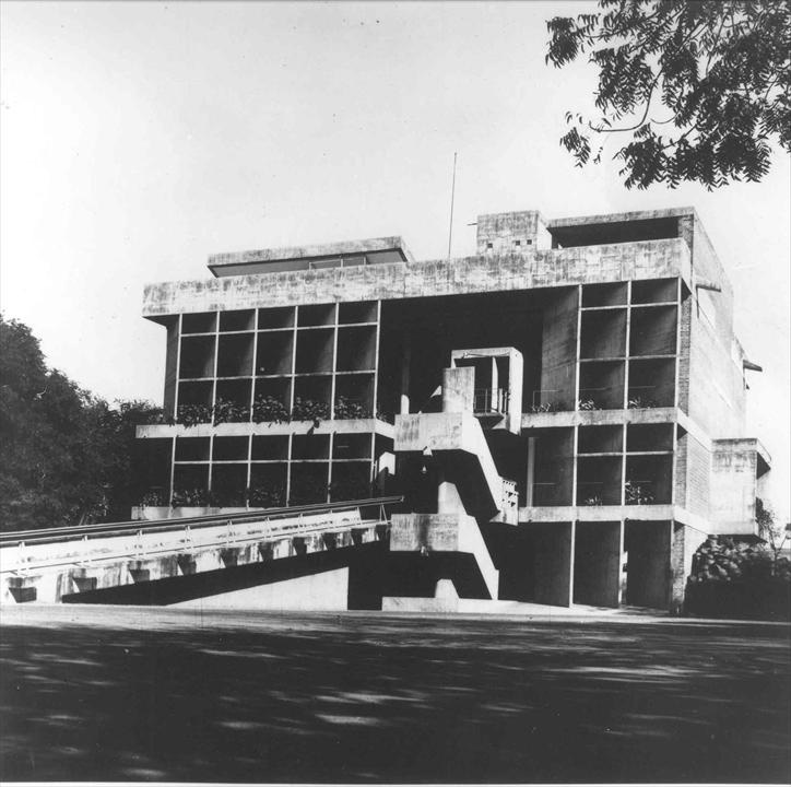 Ле Корбюзье / Le Corbusier. Здание Текстильной ассоциации (Mill Owners' Association Building), Ахмедабад, Индия. 1951