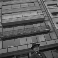 Ле Корбюзье на rue de Sèvres, 35. Париж. 1953. Фотограф: Willy Rizzo